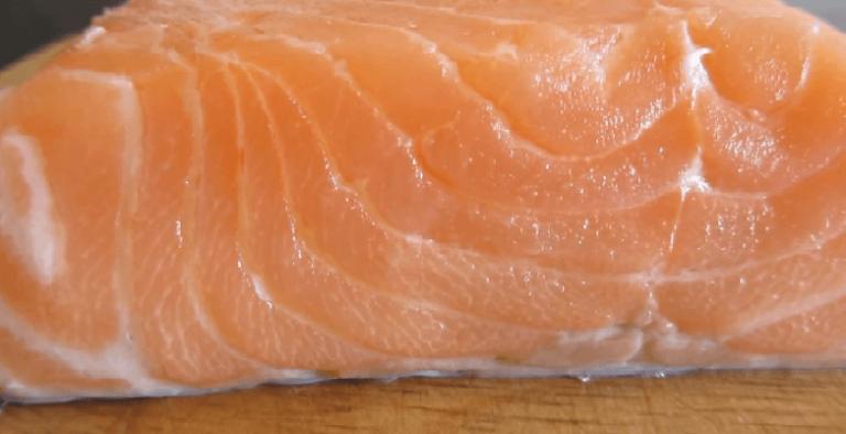 Выбирайте филе потолще. Самое главное — рыба должна быть очень…