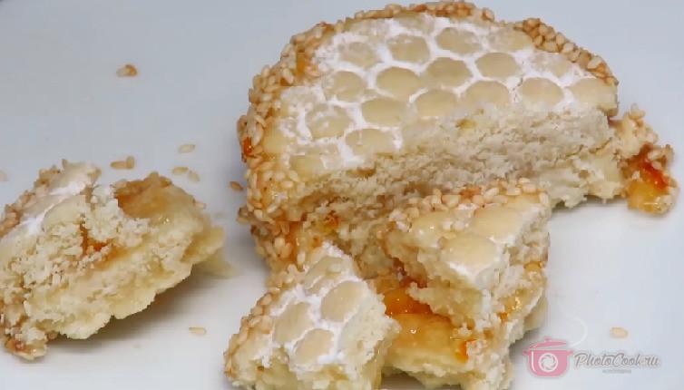 Печенье одновременно хрустящее и рассыпчатое, а апельсиновый джем придаёт этому…
