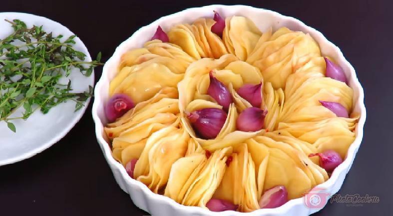 Лук в произвольной форме выложить между картофелем (если нет такого…