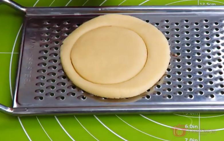 2-й способ - точно так же отщипываем тесто и т.д.,…