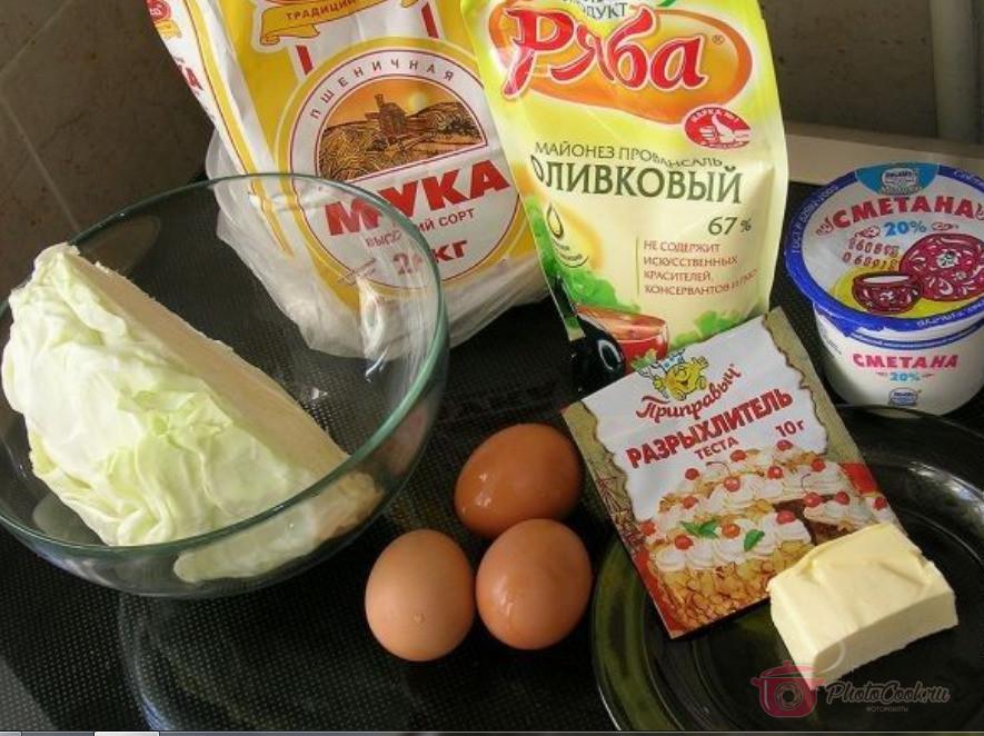 Подготовьте и отмерьте все ингредиенты для пирога.