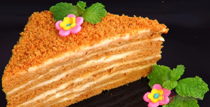 Отправляем торт в холодильник минимум на 4 часа, а лучше…